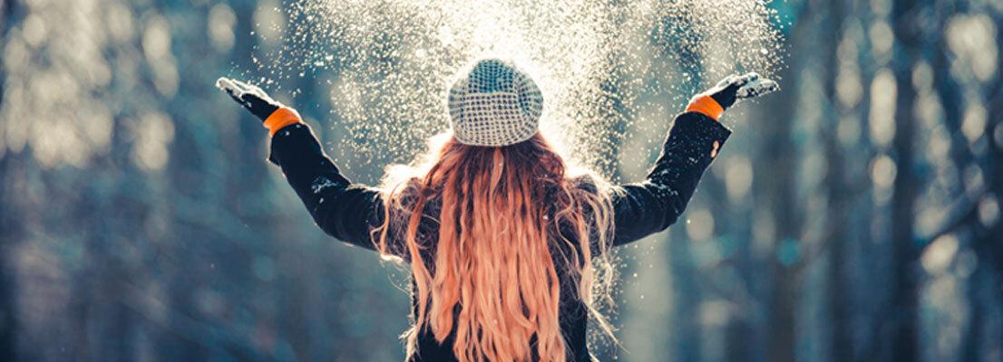 Frau im Schnee, Advent