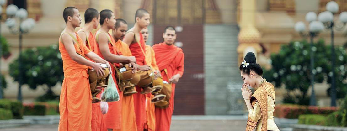 begging buddhist monks