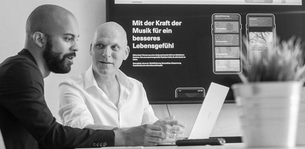 Die Gründer der Meditationsapp sonamedic Philipp und Andreas Lehnert